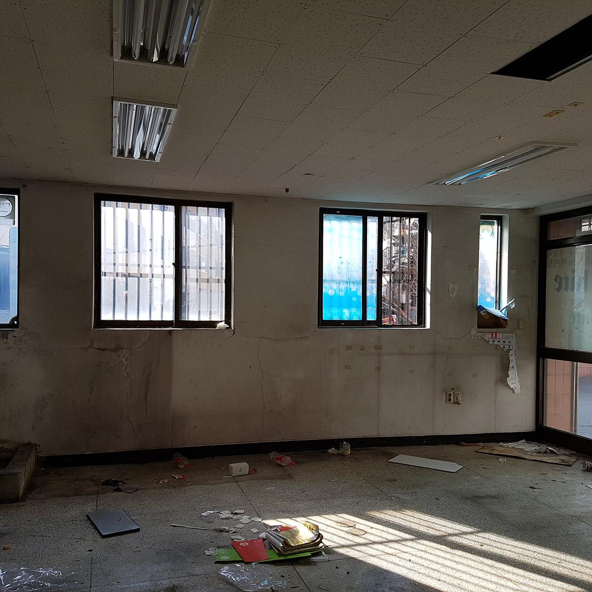 3 번째 사진 판매시설 에  연면적117 ㎡ 부산광역시 해운대구 우동 천장 텍스 및 지붕 슬레이트 철거에 관한 석면조사
