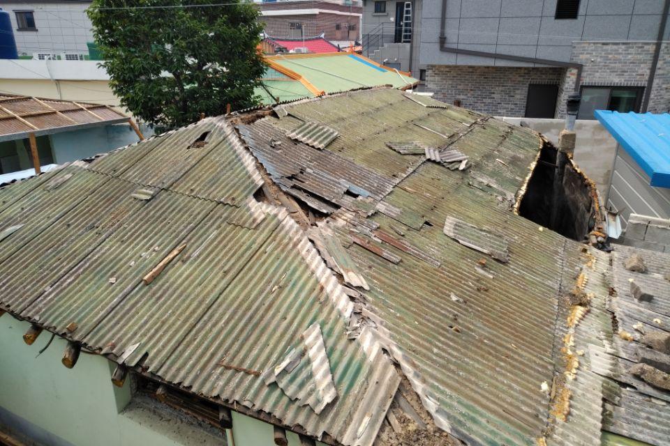 1 번째 사진  에  연면적127.34 ㎡ 경남 남해군 상주면 지붕슬레이트 석면철거 공사