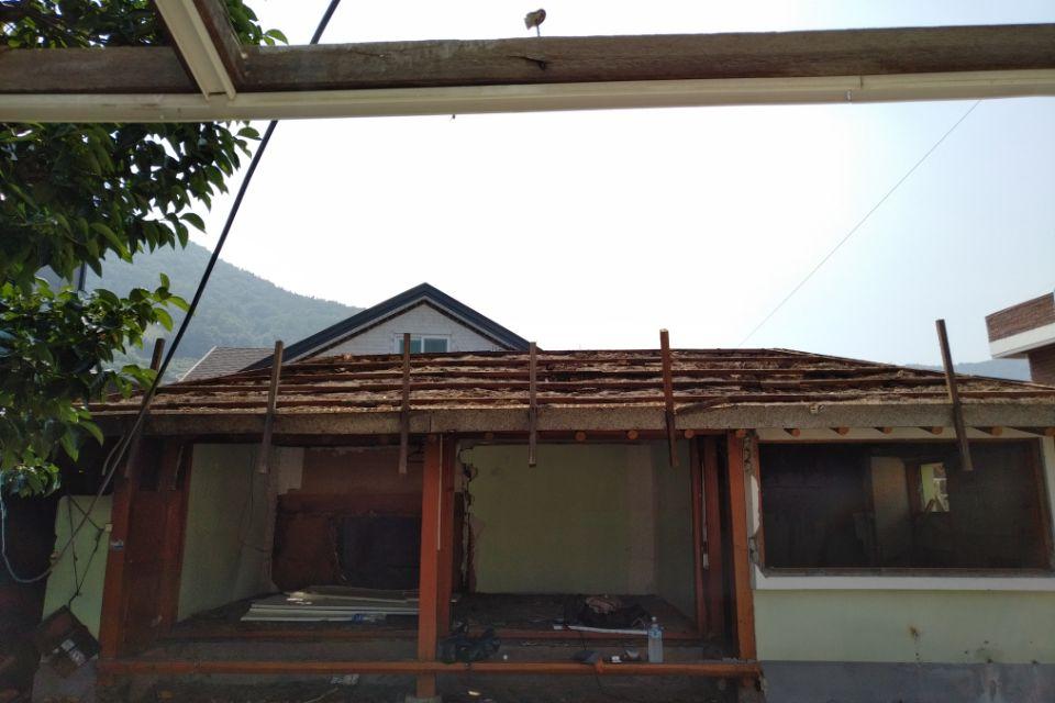 13 번째 사진  에  연면적127.34 ㎡ 경남 남해군 상주면 지붕슬레이트 석면철거 공사