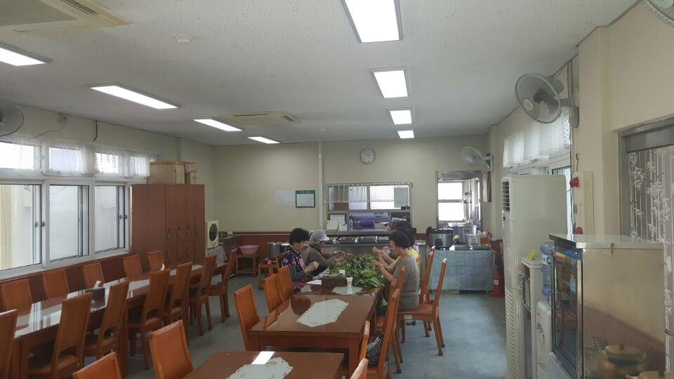 3 번째 사진  에  연면적63.28 ㎡ 부산시 서부교육청 구내식당 석면텍스철거
