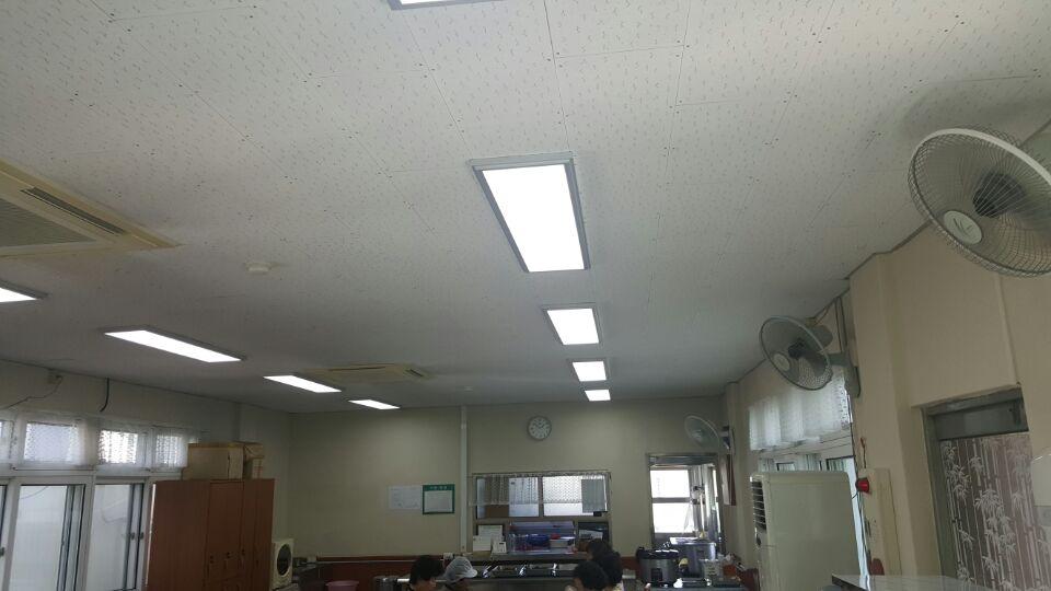 4 번째 사진  에  연면적63.28 ㎡ 부산시 서부교육청 구내식당 석면텍스철거