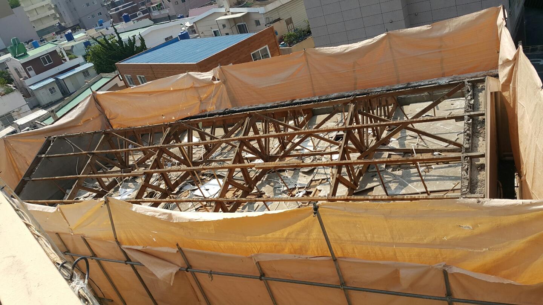 17 번째 사진  에  연면적106 ㎡ 부산시 금정구 범어천로 슬레이트지붕철거 한아름어린이집 석면해체 제거