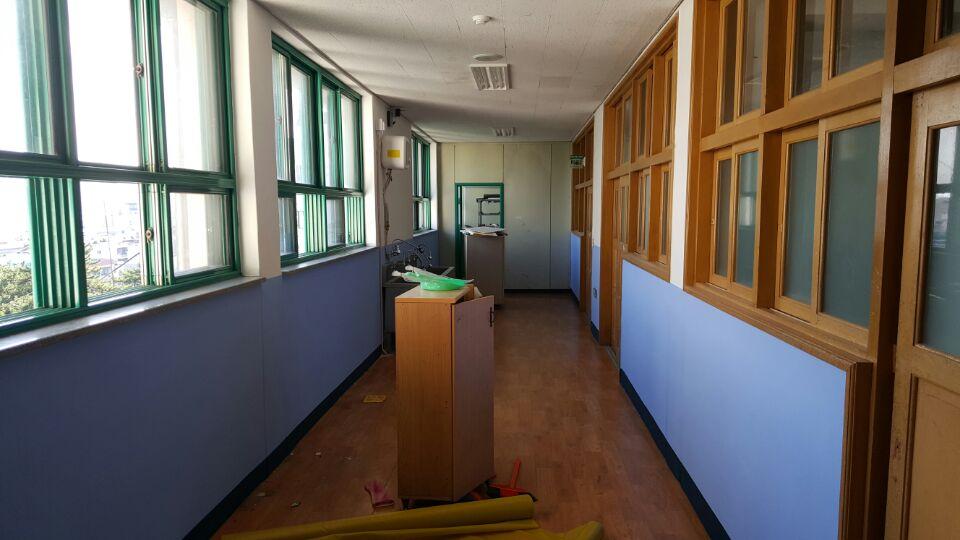 5 번째 사진  에  연면적621.02 ㎡ 부산시 사하구 괴정동 동주중학교 5층 일부 석면해체제거 석면철거현장