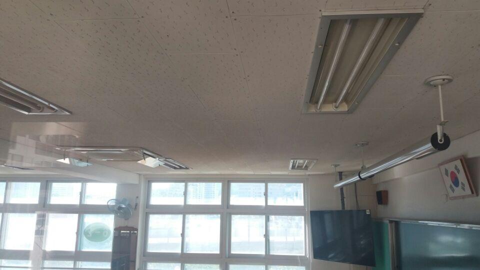 3 번째 사진  에  연면적129.6 ㎡ 부산시 연제구 거제초등학교 냉난방교체에 따른 석면텍스철거공사