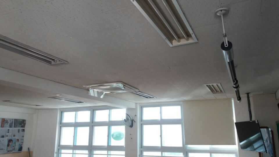 4 번째 사진  에  연면적129.6 ㎡ 부산시 연제구 거제초등학교 냉난방교체에 따른 석면텍스철거공사