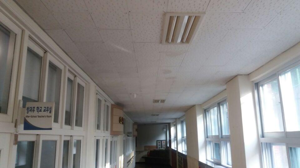 3 번째 사진  에  연면적135.58 ㎡ 부산시 금정구 서명초등학교 1층 일부 석면텍스철거