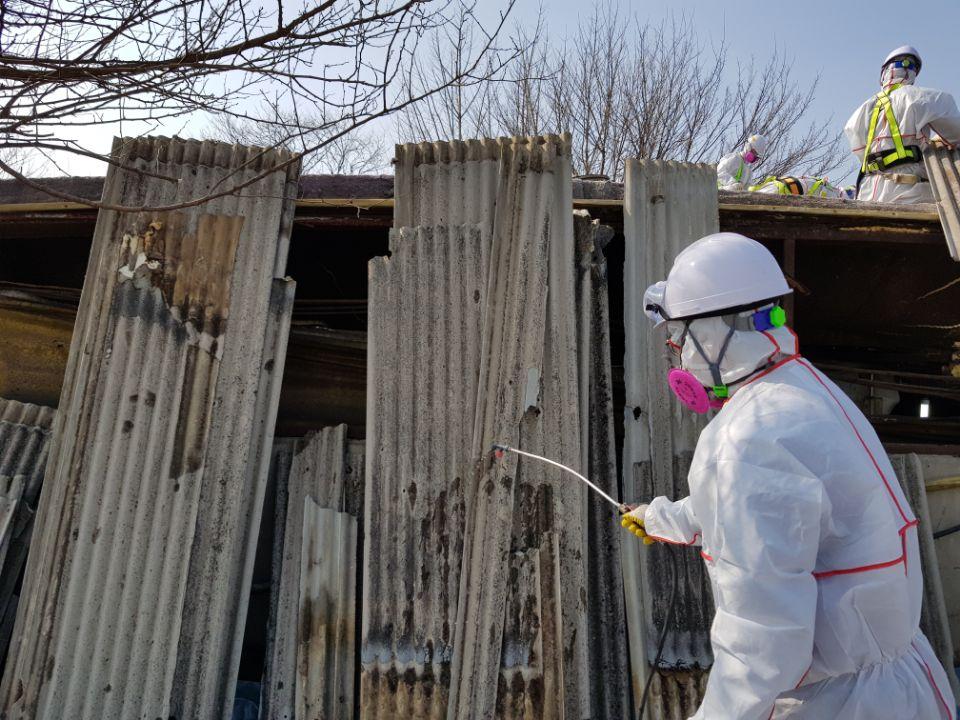 13 번째 사진  에  연면적787 ㎡ 경북 영천시 대창면 명성농장 슬레이트지붕 석면철거