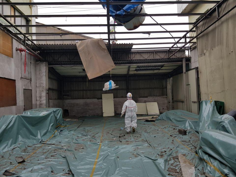 16 번째 사진  에  연면적185.82 ㎡ 부산시 사하구 다대동 공장지붕 석면철거