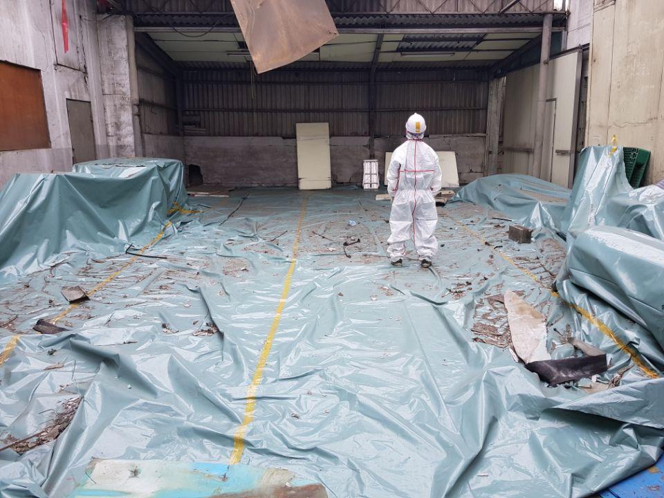 17 번째 사진  에  연면적185.82 ㎡ 부산시 사하구 다대동 공장지붕 석면철거