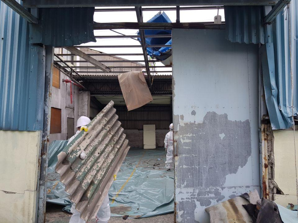 18 번째 사진  에  연면적185.82 ㎡ 부산시 사하구 다대동 공장지붕 석면철거