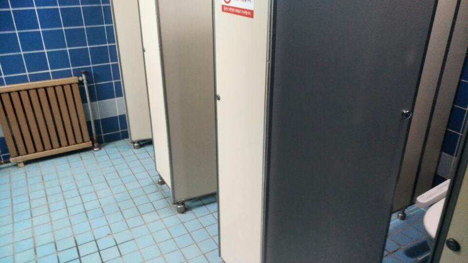 3 번째 사진  에  연면적49 ㎡ 부산시 금정구청 화장실 밤라이트 석면해체 제거현장