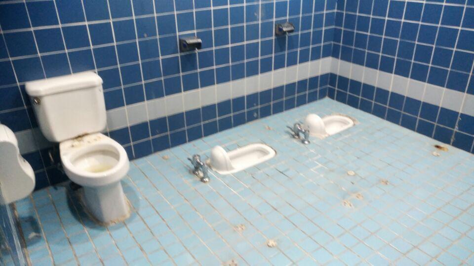 12 번째 사진  에  연면적49 ㎡ 부산시 금정구청 화장실 밤라이트 석면해체 제거현장