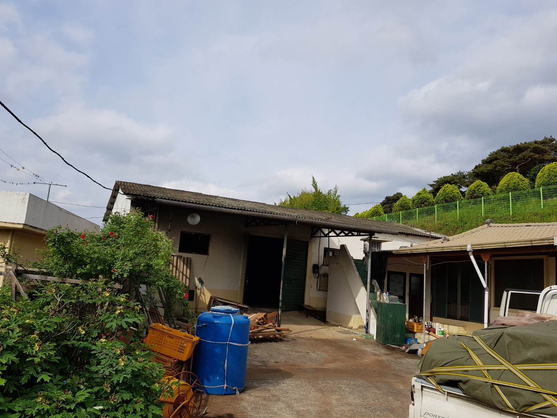 1 번째 사진  에  연면적243 ㎡ 경남 창녕군 대지면 슬레이트 지붕 석면처리 현장