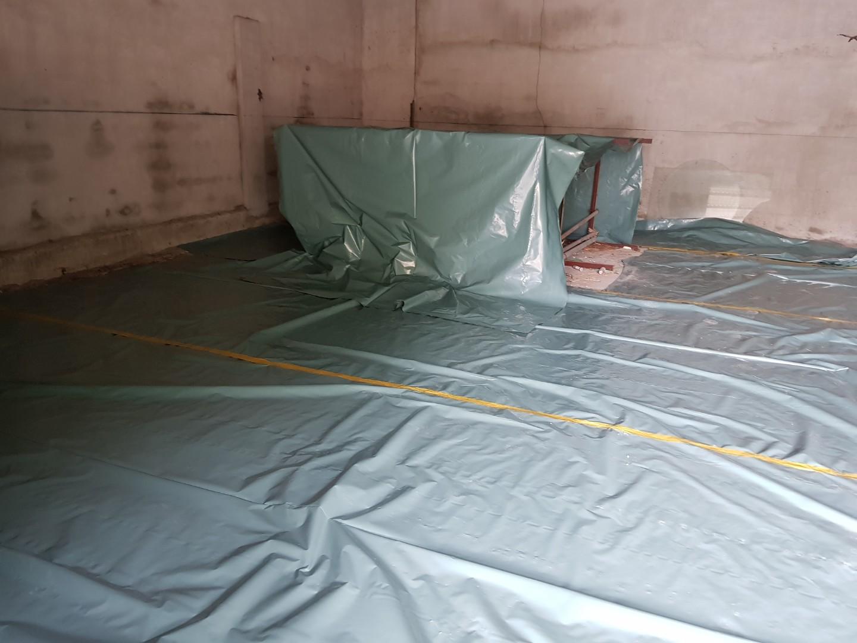 6 번째 사진  에  연면적243 ㎡ 경남 창녕군 대지면 슬레이트 지붕 석면처리 현장