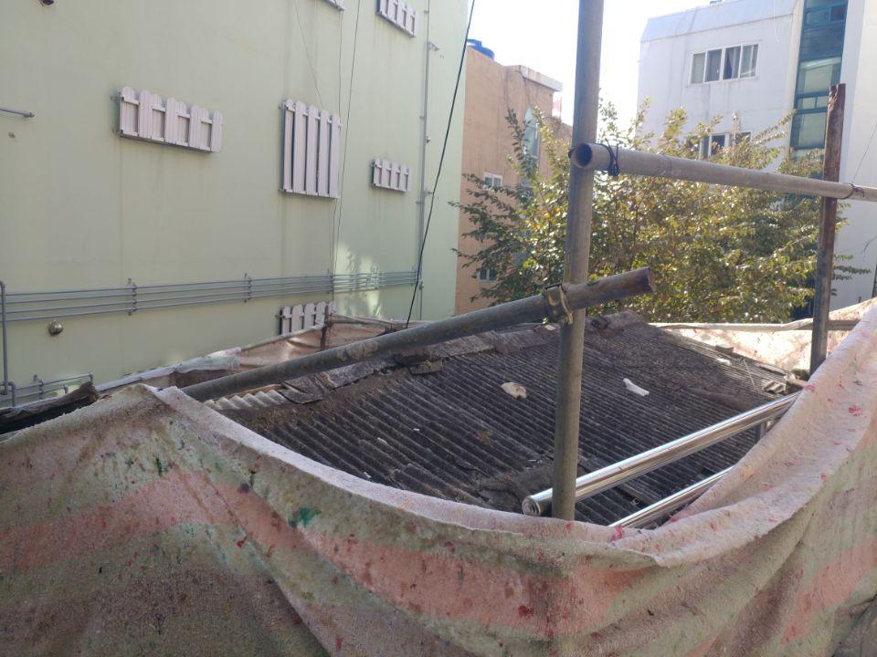 2 번째 사진  에  연면적43 ㎡ 부산 부산진구 진남로 주택 슬레이트지붕 석면철거