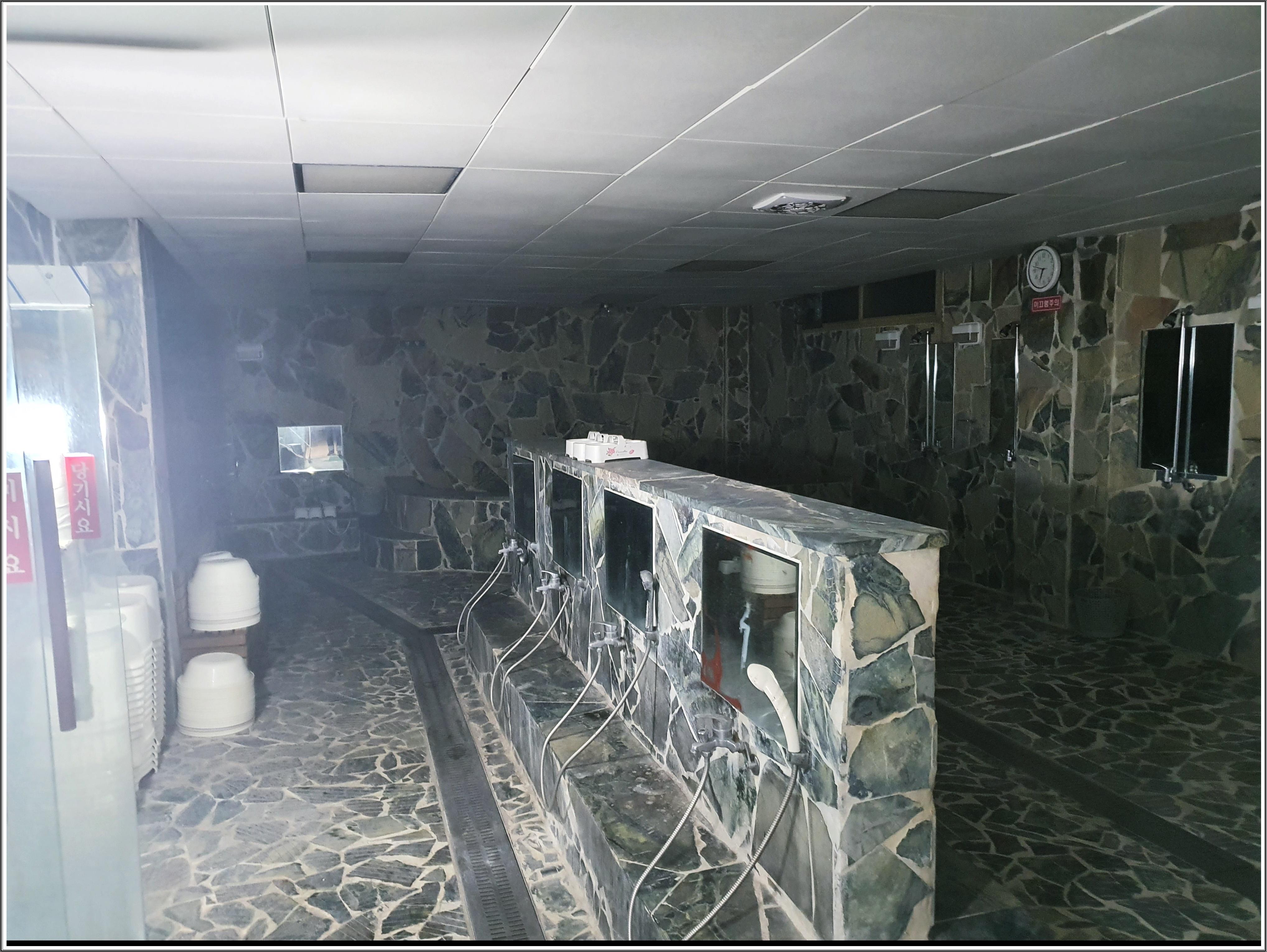 3 번째 사진 숙박시설 에  연면적3830.94 ㎡ 충주시 숙박시설 석면조사 현장