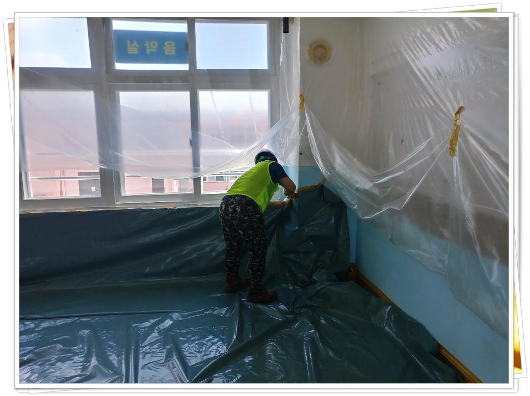 29 번째 사진  에  연면적800 ㎡ 경북 의성남부초등학교 석면해체작업 현장