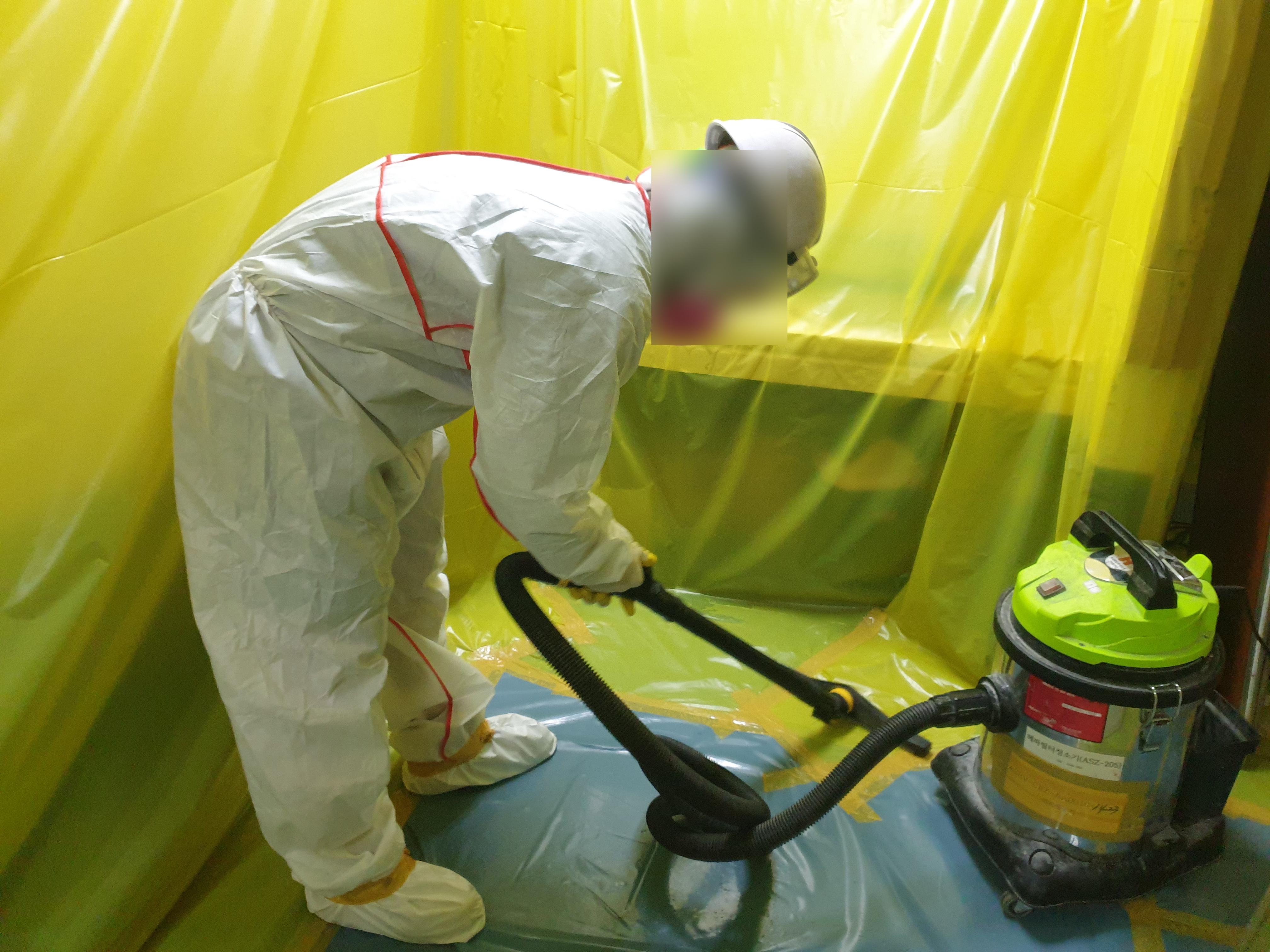 17 번째 사진  에  연면적264.94 ㎡ 브니엘예술고등학교 화장실 밤라이트, 석면텍스 해체 작업
