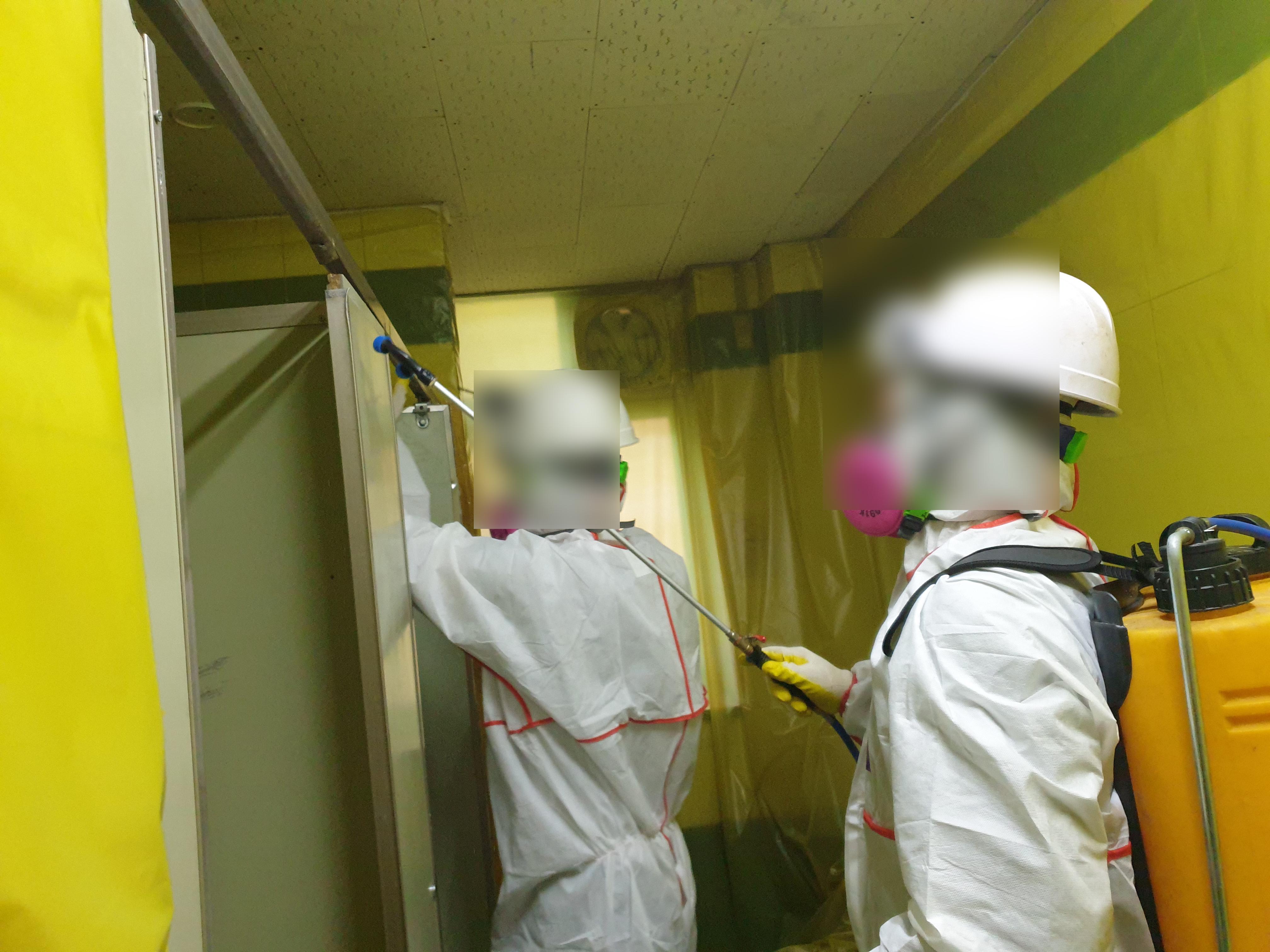 16 번째 사진  에  연면적264.94 ㎡ 브니엘예술고등학교 화장실 밤라이트, 석면텍스 해체 작업