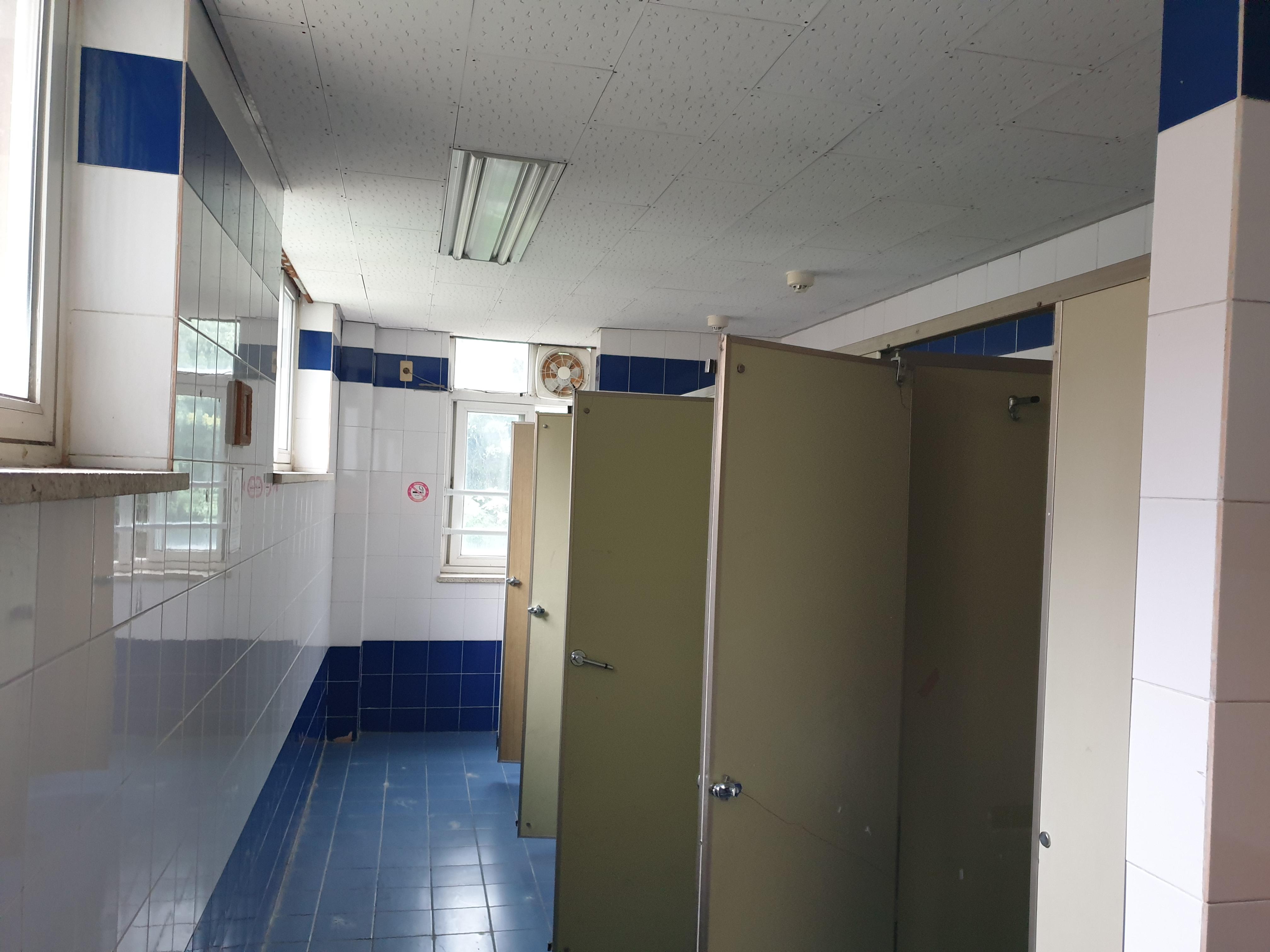 3 번째 사진  에  연면적264.94 ㎡ 브니엘예술고등학교 화장실 밤라이트, 석면텍스 해체 작업
