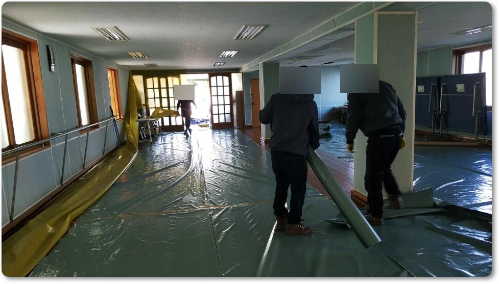 4 번째 사진  에  연면적 ㎡ 중학교 천장 석면 해체 현장 (경기도 수원시)
